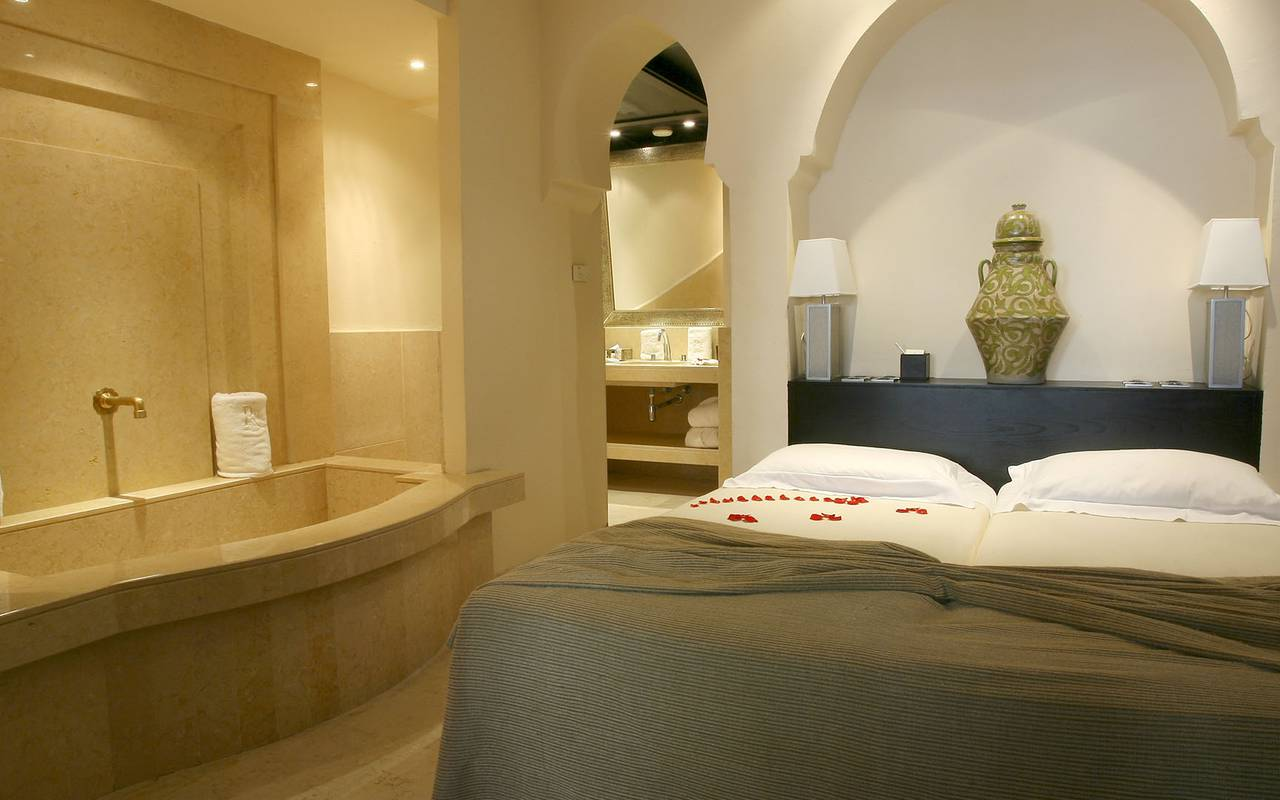 luxurious moroccan room with bath
