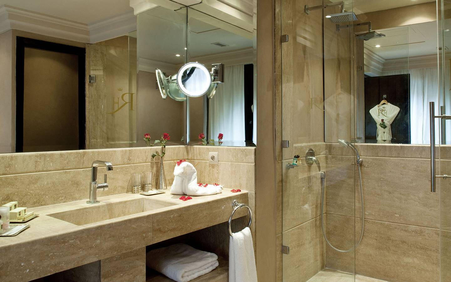 salle de bain luxe hotel au roch htel u spa paris chaque salle de bains fait office de hammam. Black Bedroom Furniture Sets. Home Design Ideas