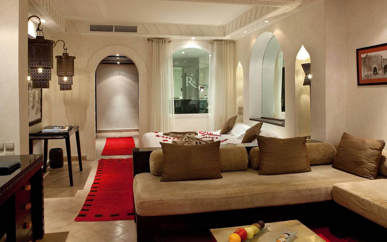 luxueuse suite avec tapis rouge Koutoubia Marrakech