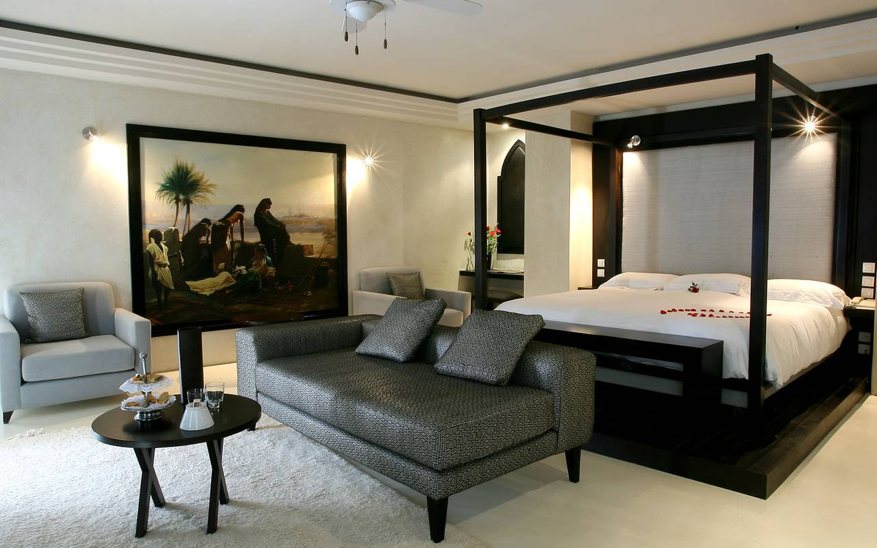 suite ouarzazi chambres suites hotel de luxe jardins de la koutoubia. Black Bedroom Furniture Sets. Home Design Ideas