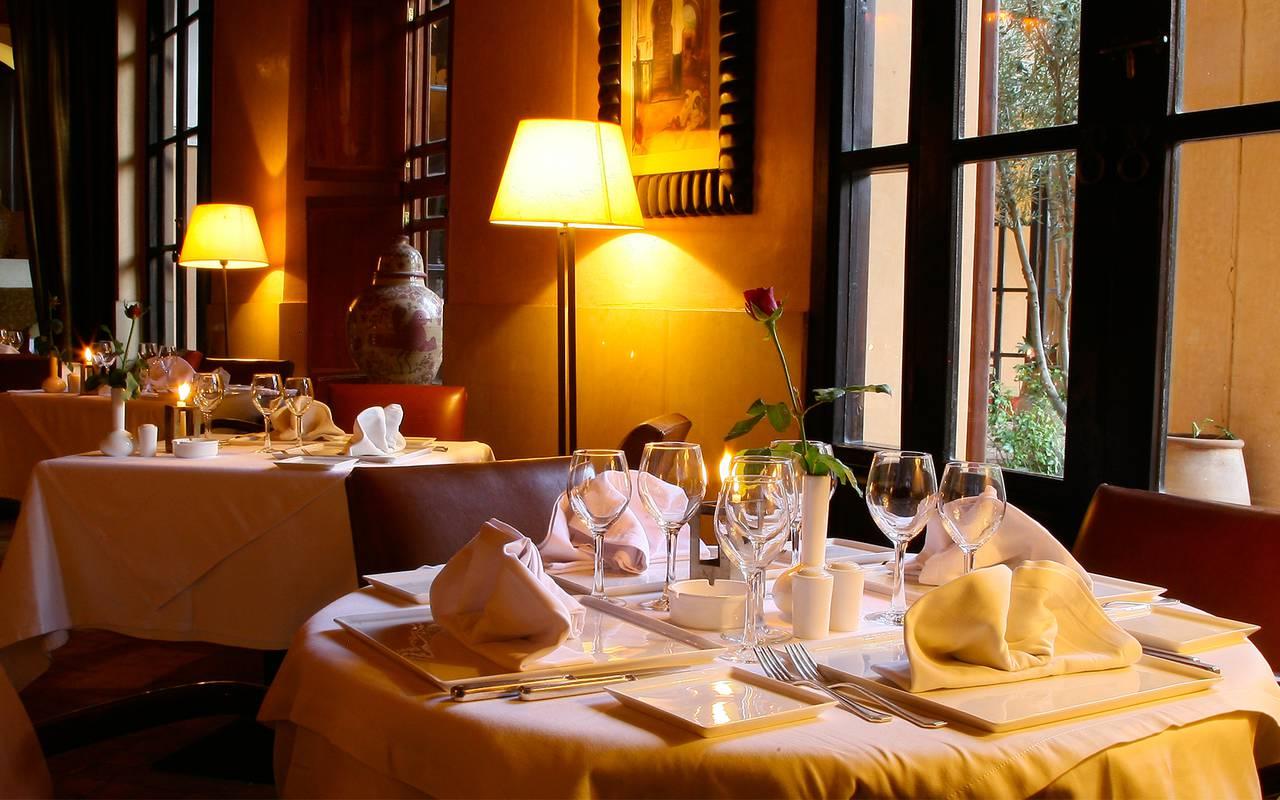 table de restaurant marocain verre à vin